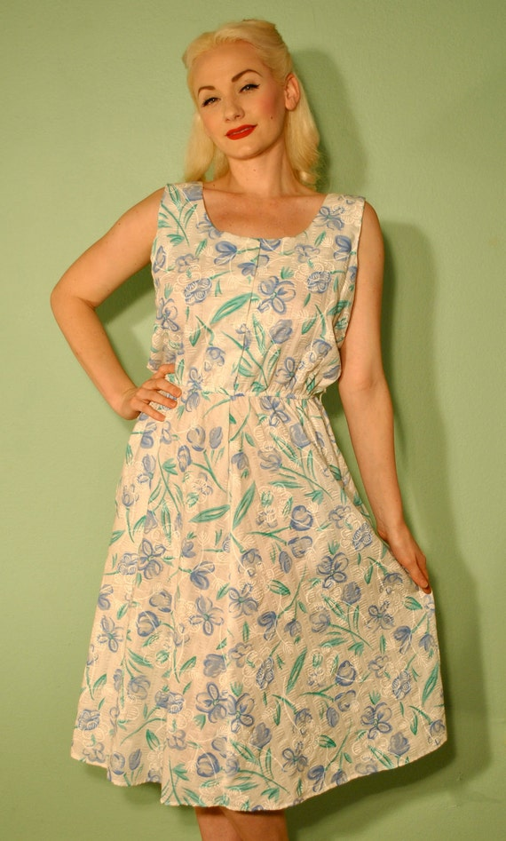 Vintage Floral Sun Dress - 1950s Pinup Picnic Dress with Pockets - Rockabilly Circle Skirt