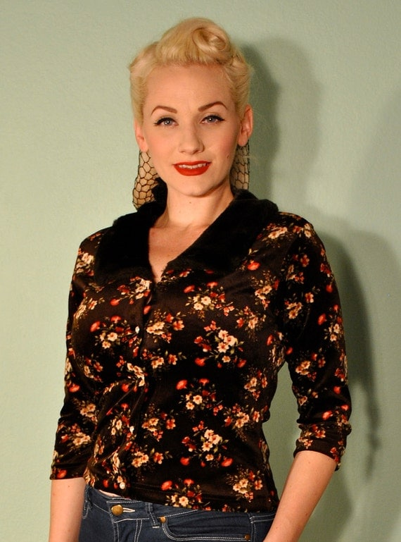 Vintage Floral Cardigan with Faux Fur Collar - Pearl Buttons Brown Velvet - Very Rockabilly 1960s Pinup