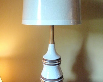 Price Reduced by15.00 -- Vintage Chic Ceramic Lamp