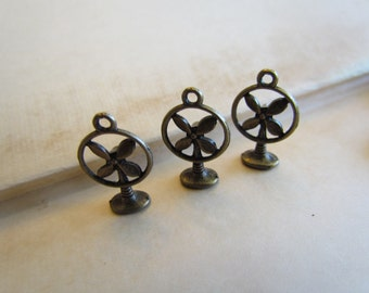 Bronze Fan Charms Vintage Antique Bronze - 10pcs - 20x13mm - Ships IMMEDIATELY  from California - BC112