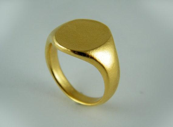 Gold signet ring round ring engraved ring