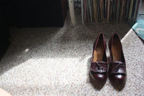 SALE - Vintage Burgundy Tie Tassle Wooden Heeled Loafers sz. 5