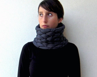 N E W / + COLORS \ The mesh neckwarmer - handwoven in charcoal jersey fabric