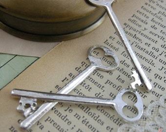Skeleton Key Charms, Antique Silver, Vintage Key, Vintage Jewelry Supplies (BD154)