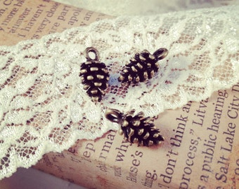 Pine cone Charms Antique Bronze Pinecone Charm Woodland Charm Cone Small Vintage Style Pendant Charm Jewelry Supplies  (BD086)