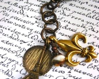 Eiffel Tower French keychain, Eiffel tower key chain, Paris inspired keychain, Paris French symbols key chain, fleur de lis keychain