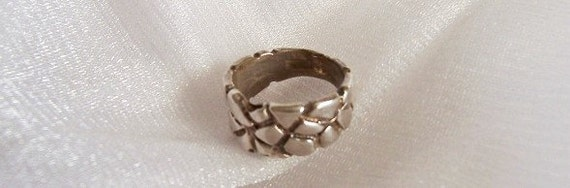 Small Sterling Silver Ring - Size 4 1/2 - B1002b