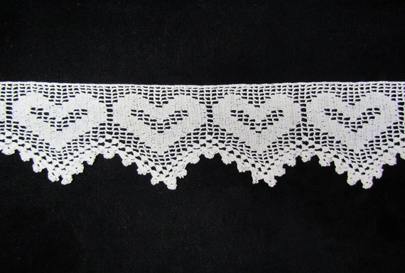Vintage crocheted lace - off-white, heart pattern, early 1900's