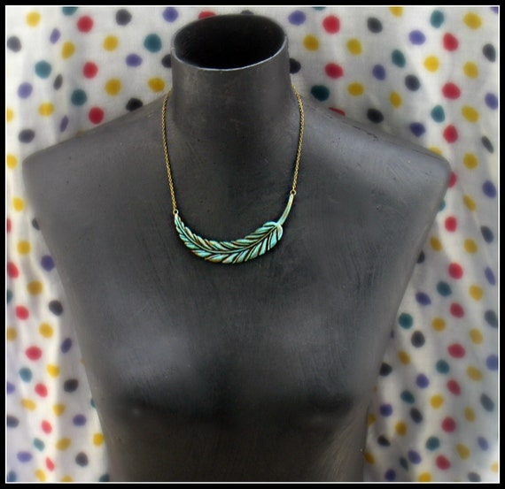 grand vintage feather necklace, blue feather necklace, unique necklace, vintage stlye necklace