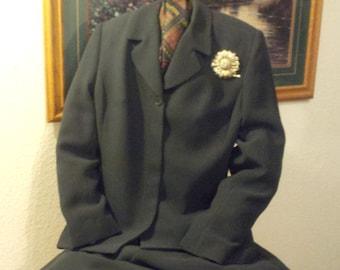 Jan Louis Paris Two Piece Polyester Pant Suit In Hunter Green c1980