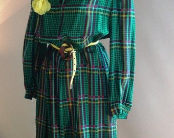 Vintage women Latreille Paris green and yellow  winter dress