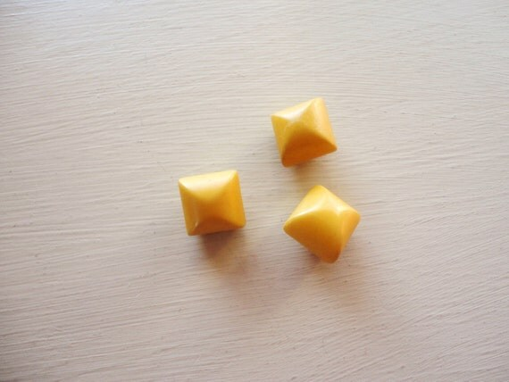 set of three yellow/gold vintage bakelite buttons