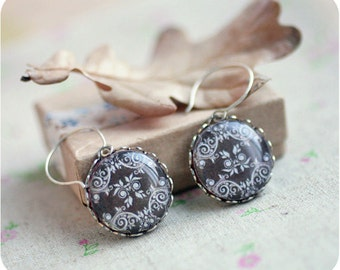 Brown lace, Victorian style - Vintage earrings