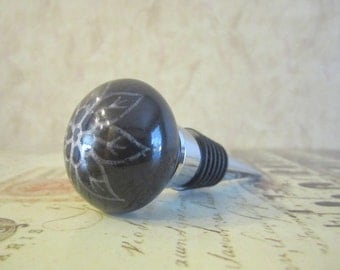 Wine Bottle Stopper - Black With White Flower Wine Stopper