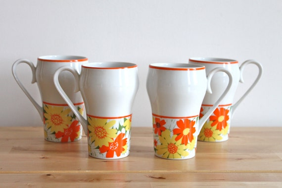 Retro Flower Mugs in Yellow and Orange - Tall Ceramic Coffee Cups with 70s Flower Pattern (Set of 4)