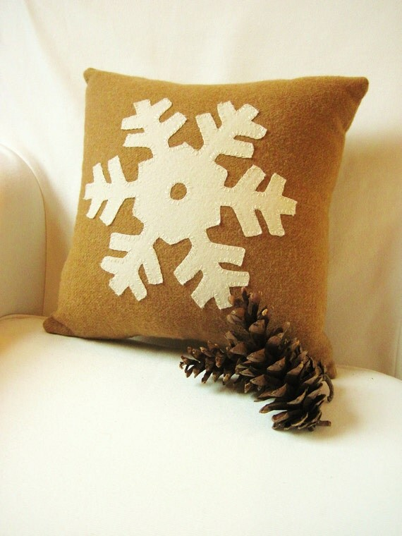 Decorative Pillow / Snowflake Pillow / Wool Pillow / Rustic Pillow / Wool Fabric Applique / Christmas Pillow
