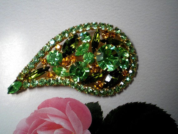 D&E aka Juliana Lt. Green, Peridot and Amber Brooch   Item No: 16174
