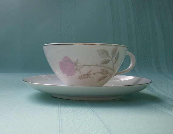 Set of 4 Cups and Saucers - Rosemarie Pattern from Kasugai Fine China - Japan