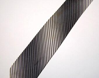 Black & White Diagonal Doppler Stripe Silk Skinny Necktie