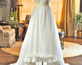 Stunning Vintage Ruffled Wedding Dress with Lace Appliqués