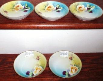 """5 NIPPON Japon bols ensemble cinq Floral Dessert Fruit Chine porcelaine 5 1/2"""" main peint estampillé 24 Kt Gold Trim Excellent"""