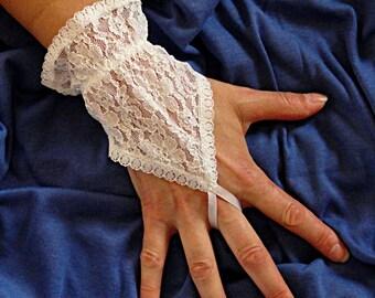 SALE - White Wedding Short Lace Gloves - Fingerless Gloves
