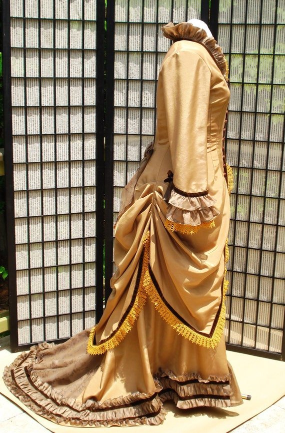 Victorian Natural period ( no bustle ) dress. A lot accessories you can play with
