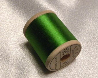 Antique 1930's Belding Corticelli Pure Silk Hand Sewing Embroidery Thread 100 Yd. Wooden spool Shade 9746 Emerald Green       Green