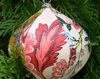 hand-crafted vintage wallpaper découpage ornament