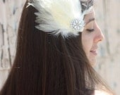 Bridal Feather Hair Clip - Ivory Off White Fascinator Accessory Hairclip for Bride Vintage Style Cream Color
