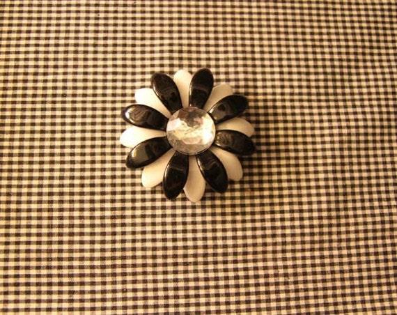 Vintage Mod Daisy Brooch pin