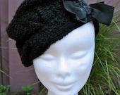 Vintage 1930s Black Boucle Woolen Beret with Bow