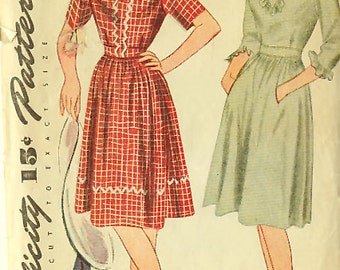 Vintage 1940s Peasant Dress Sewing Pattern Bust 33 - factory folds