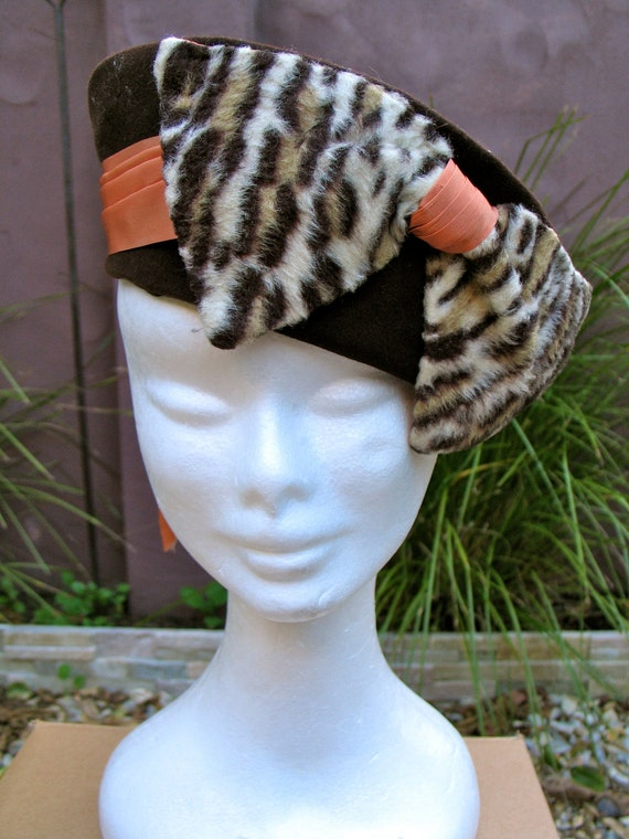 Vintage 1940s Chocolate Velour Ladies Hat with Bow