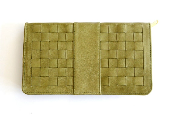 INDRANI. Leather clutch / leather wallet / wristlet wallet / oversized wallets/ large wallet / iphone. Available in different leather colors