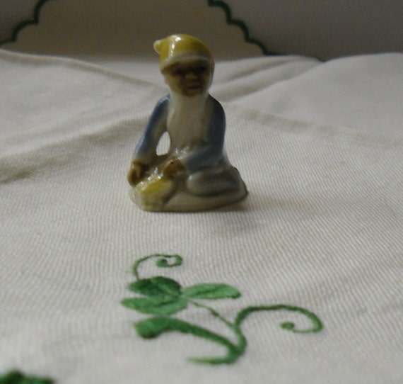 Vintage Wade Lucky Fairyfolk - Leprechaun Pot of Gold with Yellow Hat - Irish Souvenir 1960 - St. Patrick's Day