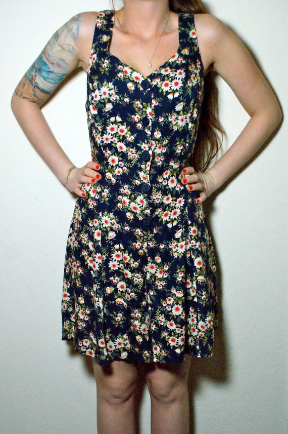 GRUNGE Hipster Daisy Vintage Perfect Little Chic Sleeveless Summer Floral Romper Mini Dress with Lace Up Back M