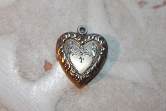 c 1880's Small Antique12k GOLD FILL Heart Reposse and Etched Locket - tt team