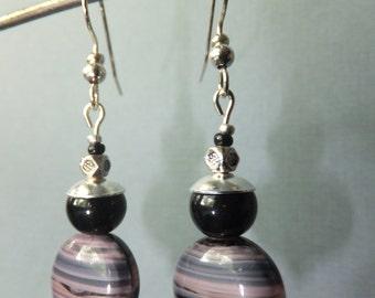 Jasmine earrings (black bead)
