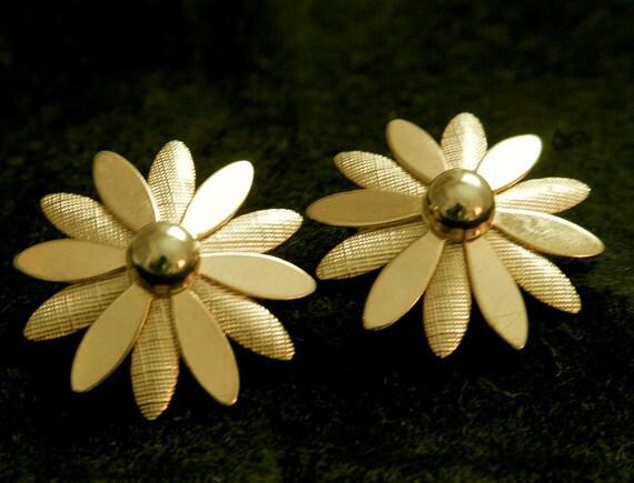 "Sarah Coventry Gold-tone ""Daisy"" Clip-back Earrings"