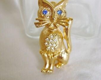 Vintage Cat Brooch - 1980s Blue White Rhinestone Gold Tone