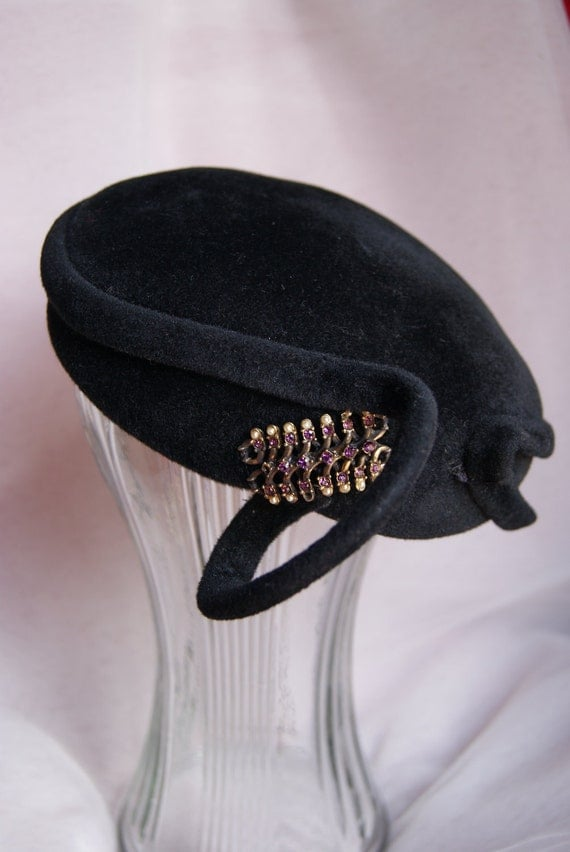 Vintage Coralie 1950's Fascinator, with Pearls and Amethyst brooch, Beautiful retro English hat