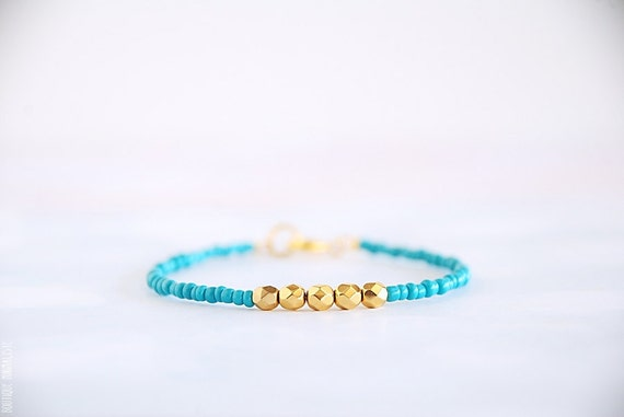 Mint/Turquoise and Gold beaded bracelet