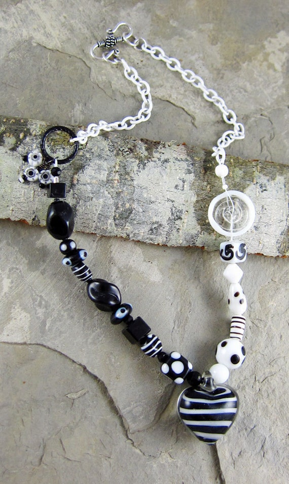 handmade black and white heart necklave