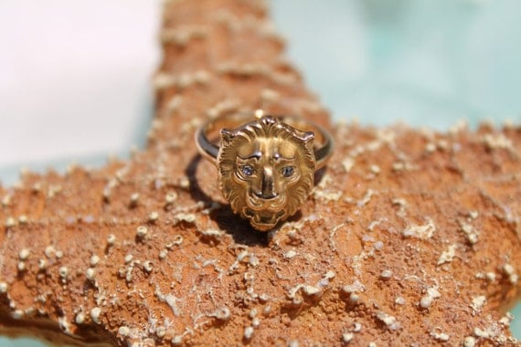 Custom Made Art Deco 14ct / 14k Yellow Gold Lions Head Ring with Diamond Eyes - Size 4