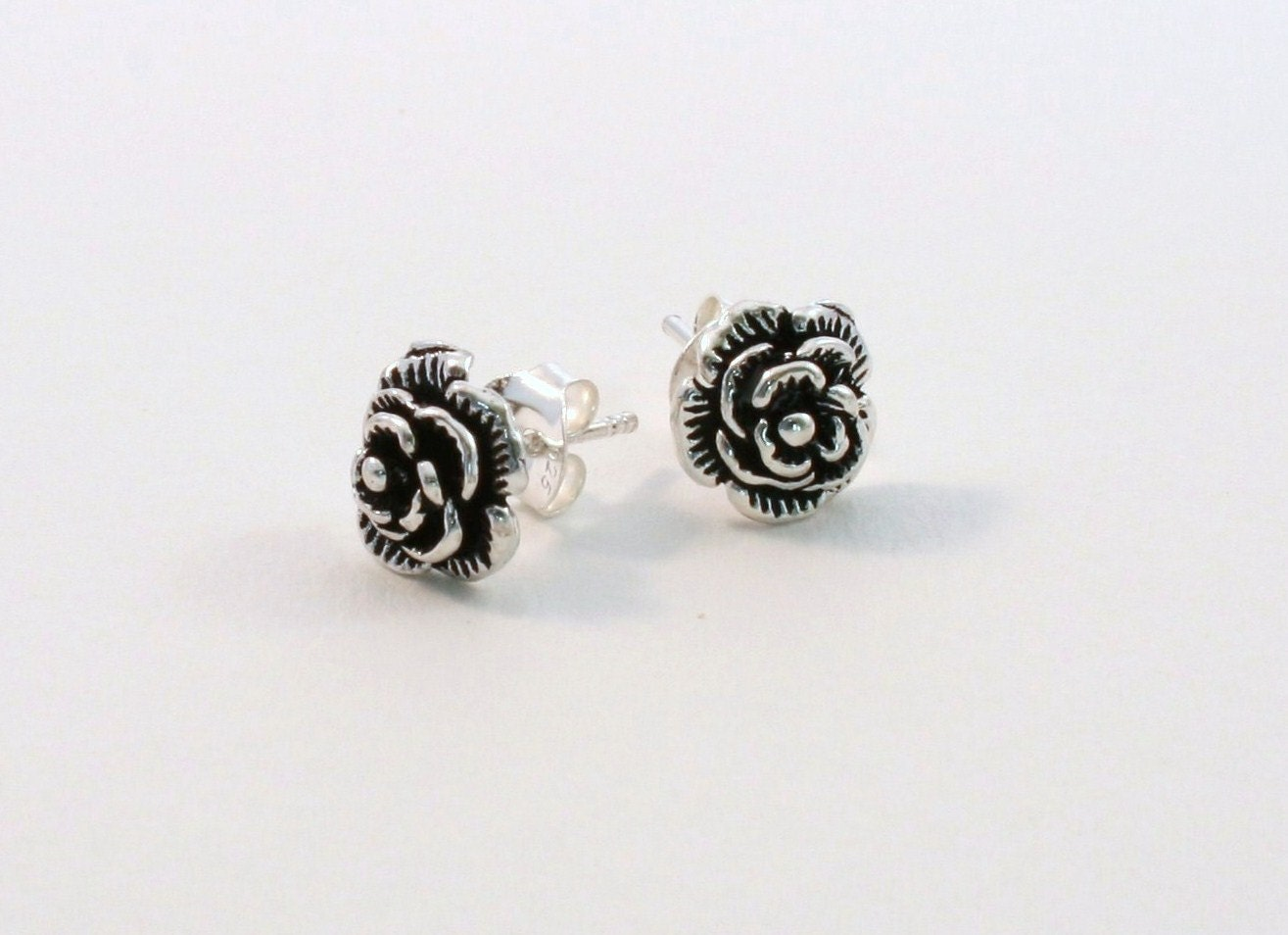 Simple stud earrings