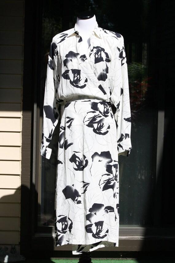 Vintage Black and White Flower Vintage Wrap Maxi Dress Gown Sz. Medium 8