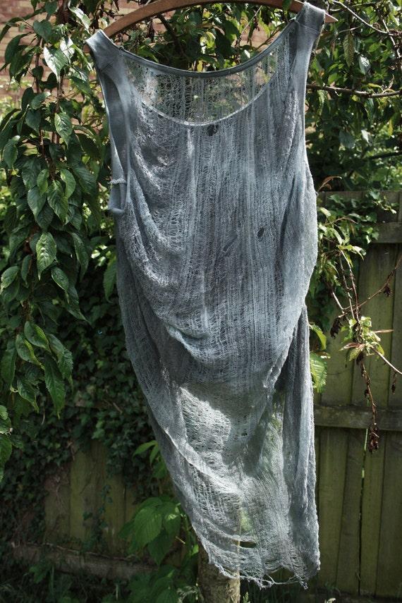 Shredded Back Tie Dye Tee. (Grey)
