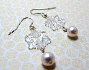 Frozen Snowflake Pearl Earrings // Clear Acrylic Snowflake Beads with White Swarovski Pearls // Silver Christmas Earrings