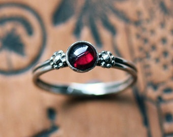 Garnet cabochon ring, silver garnet ring, January birthstone ring, boho rings sterling silver, daisy ring, red garnet ring, size 7